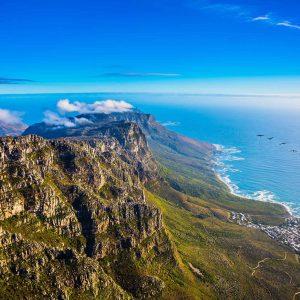 Vista aérea do oceano Atlântico. Parque Nacional da Table Mountain, Cidade do Cado, África do Sul.